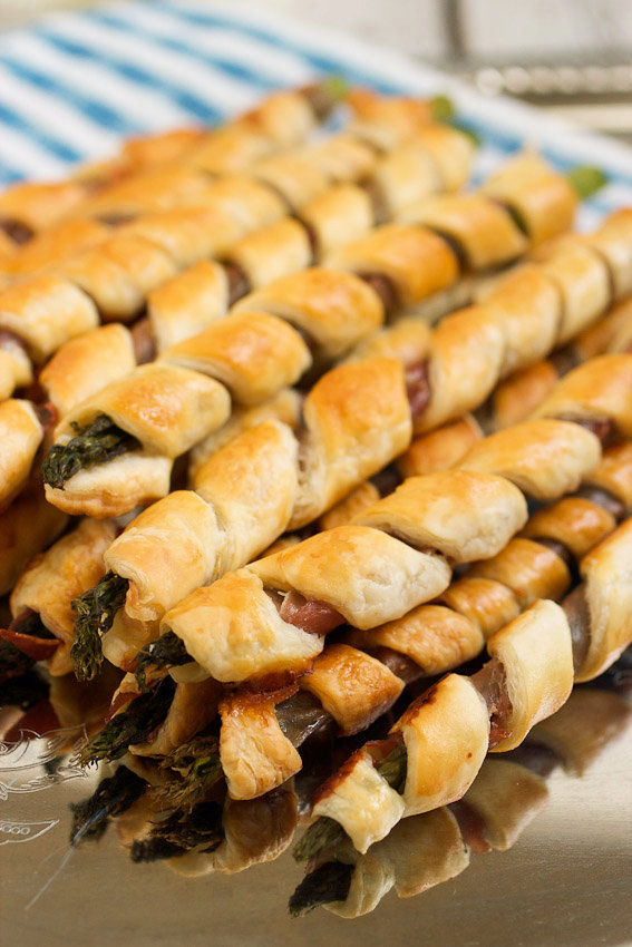 Puff Pastry and Prosciutto Wrapped Asparagus #SundaySupper