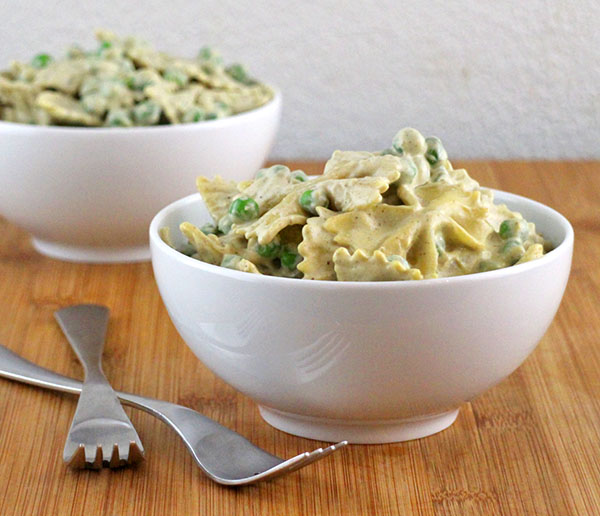 Farfalle Pasta in Creamy Garlic Sauce (Yes, it's vegan!)